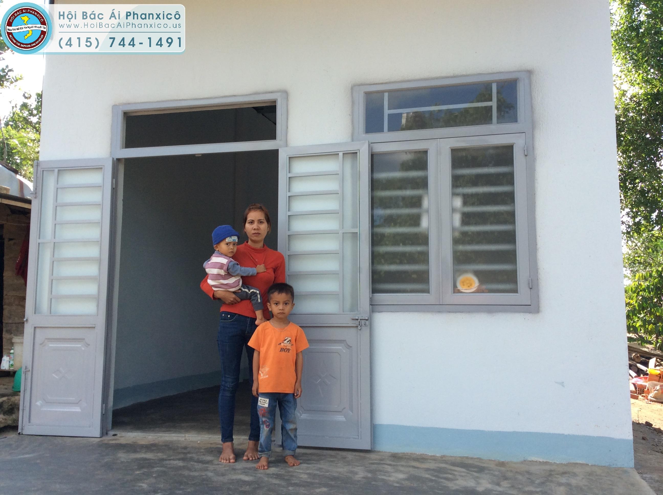 Mẹ con H'Riu với niềm vui có căn nhà mới